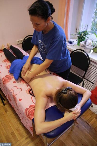 massazhist-viebal-patsientku